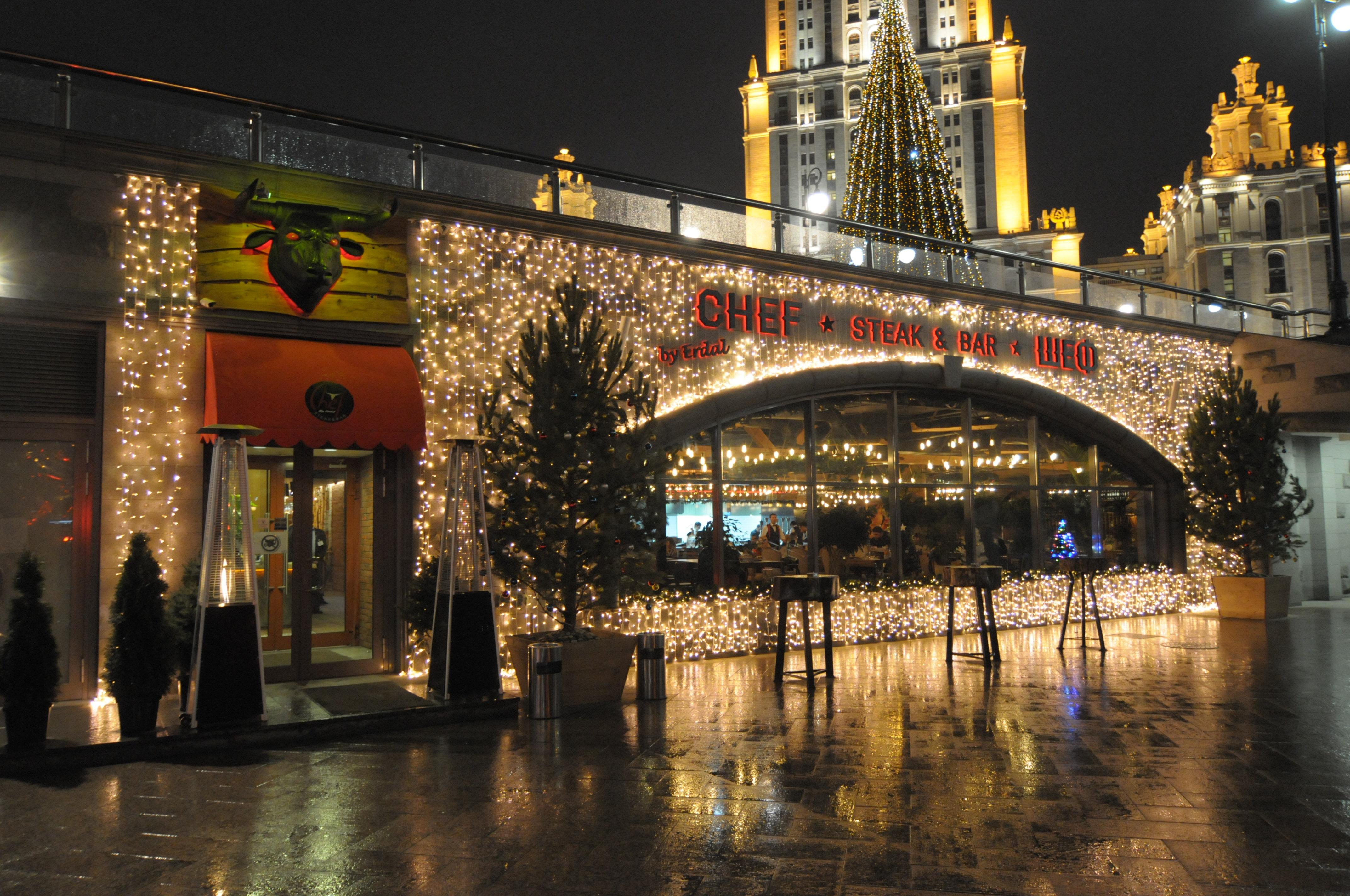 Украшение фасадов зданий к праздникам
